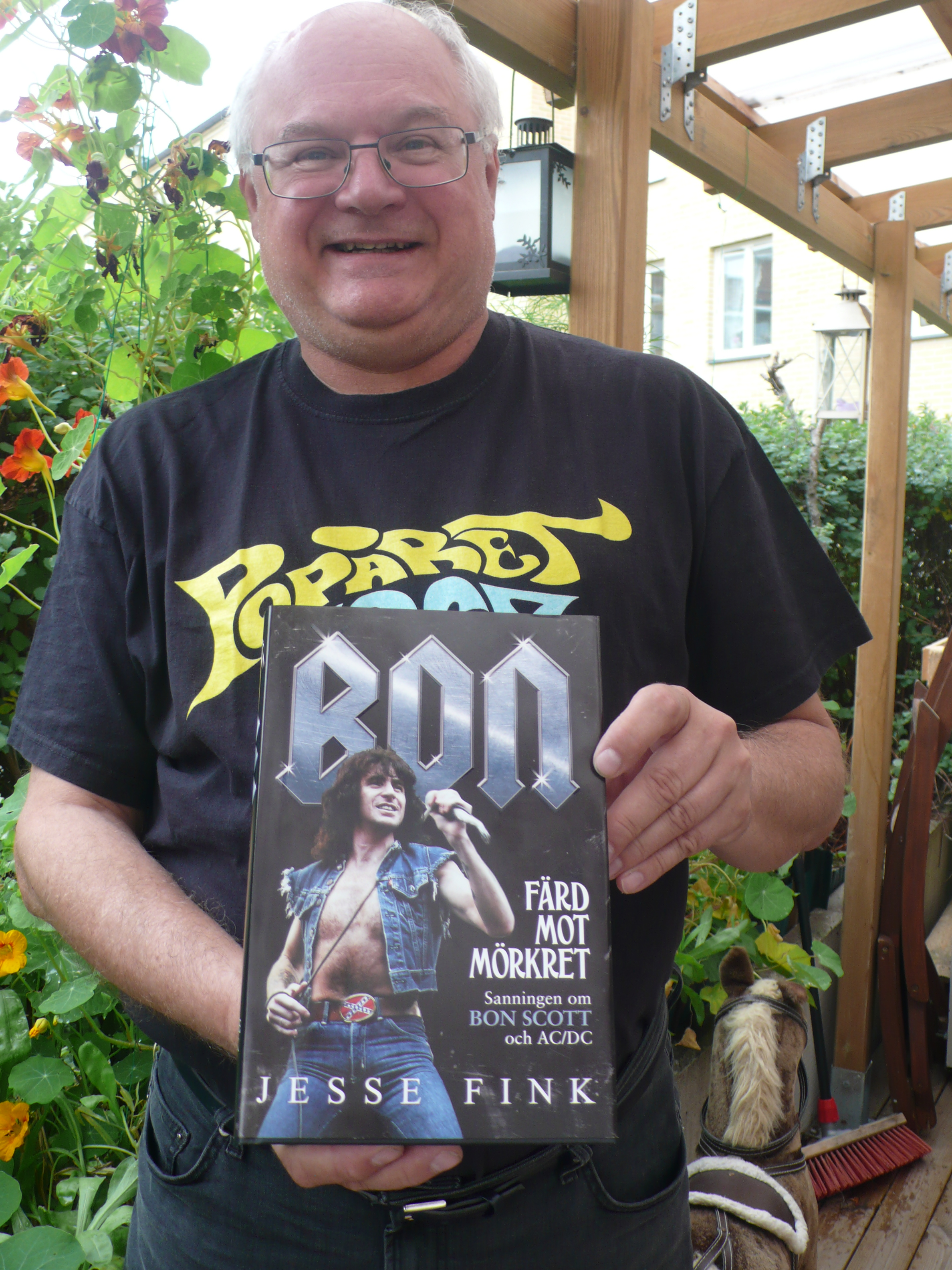 Nu har boken om Bon Scott kommit!
