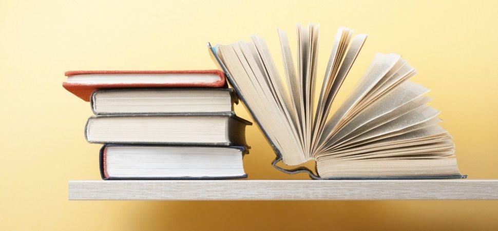 Stanna hemma. Läs en bok. Vi sänker priset med 30 %.